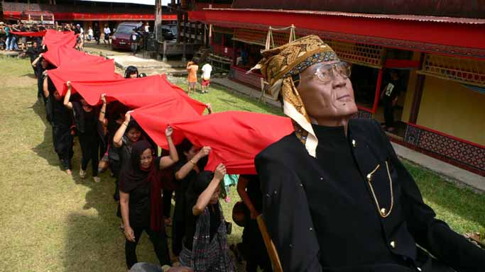 Indonesia Rituals Weddings And Funerals: RF4B-Indonesia: Solo Ceremony : Funeral Ceremony In Tana
