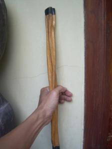 Contoh benda kayu yang berasal dari goib
